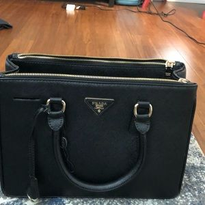 Prada Purse real leather, not sure if authentic